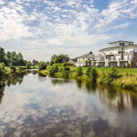 Natuur en meer aan de monding van de Eems in Oost-Friesland