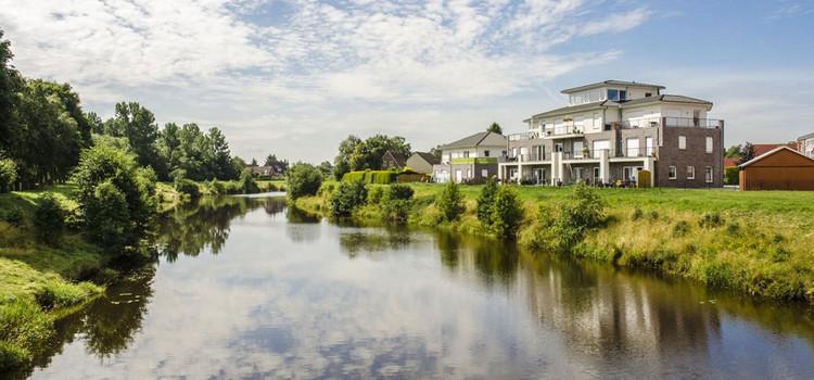 Natuur en meer aan de monding van de Ems in Oost-Friesland