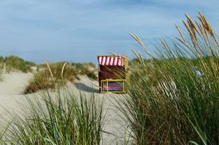 Strandkorb in den Dünen von der Insel Borkum