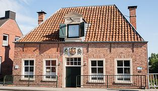 """Das Gebäude """"Alte Waage"""" von außen"""